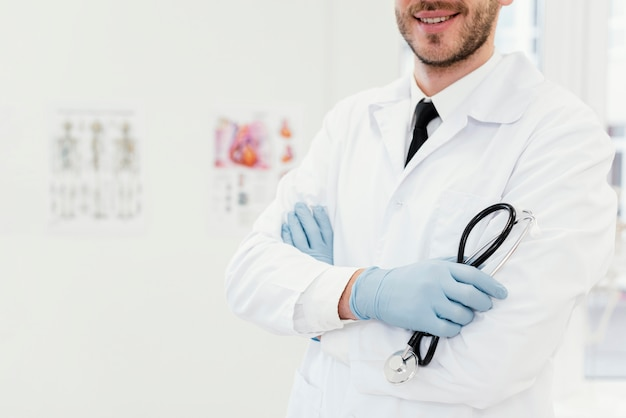 청진 기 클로즈업 웃는 의사