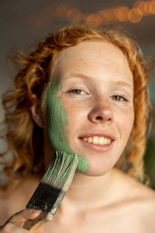 Close-up smiley woman with brush posing