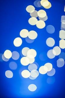 青いフラッシュ上のクローズアップスポット