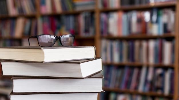 Close-up pila di libri