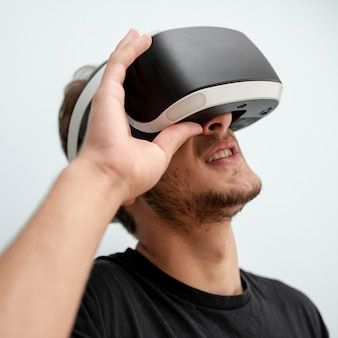 Close-up teenager wearing vr glasses