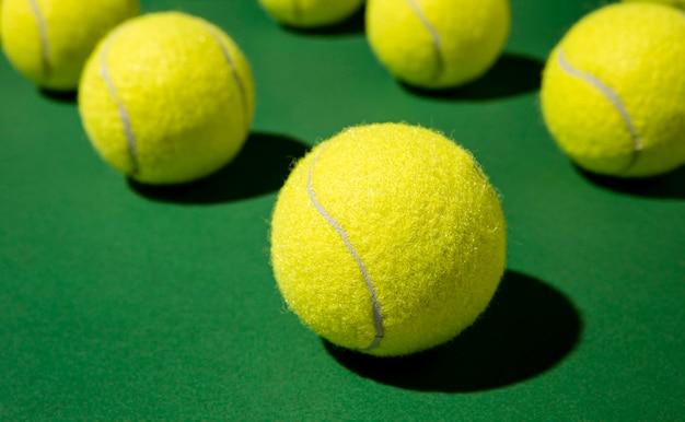 Primo piano delle palle da tennis