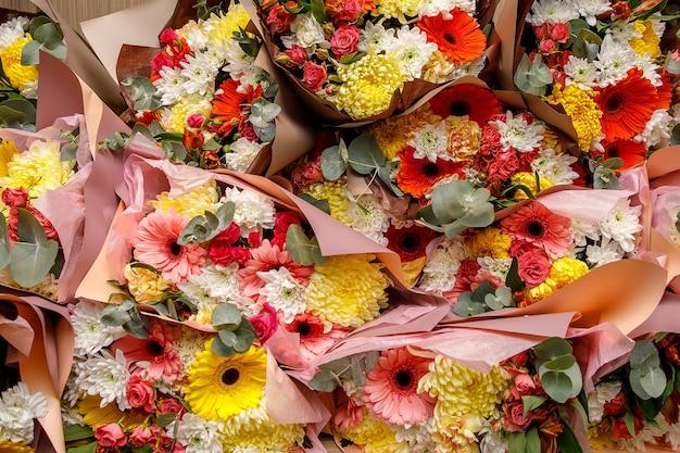 근접 질감, 꽃의 배경입니다. 꽃의 꽃다발-거베라, 카네이션, 장미