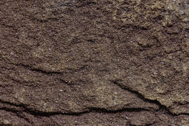 Крупный план текстуры коричневого декоративного поцарапанного кирпича