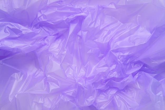 紫色のプラスチックゴミ袋のテクスチャをクローズアップ