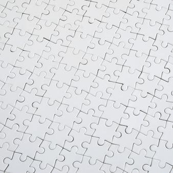 組み立てた状態で白いジグソーパズルのテクスチャを閉じる