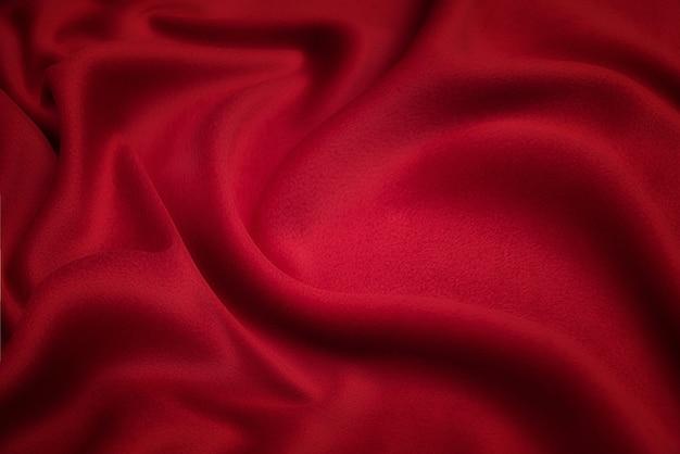 Текстура крупным планом из натурального красного шелка или хлопчатобумажной ткани