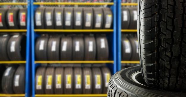 タイヤショップで販売するためのタイヤを閉じます