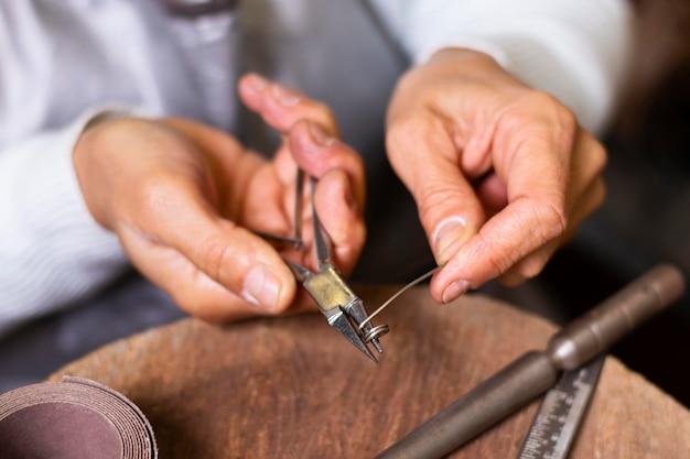 와이어 절단 용 클로즈업 도구