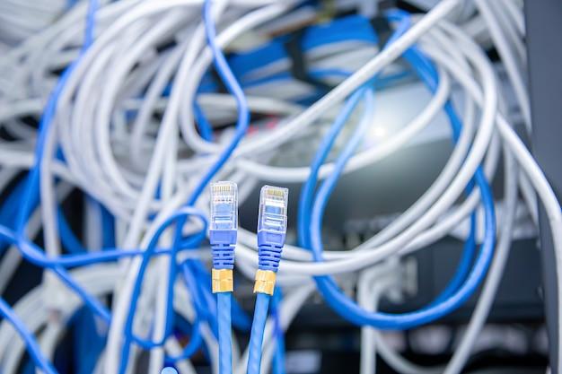 클로즈업 utp lan 네트워크 케이블과 많은 이더넷 케이블 배경.