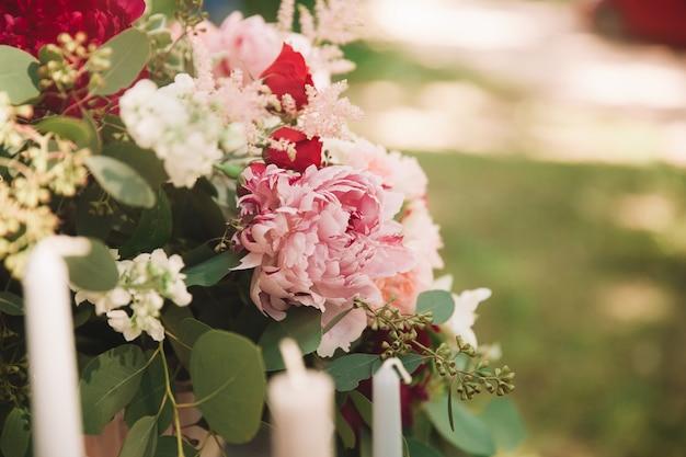 クローズアップビュー。花の美しいウェディングブーケ