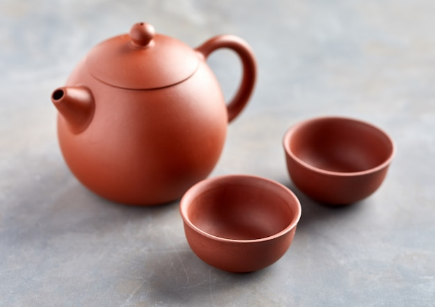Close-up view of chinese teapot and two cups Premium Photo