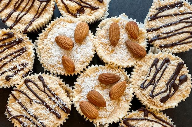 Vista ravvicinata del delizioso concetto di cupcakes