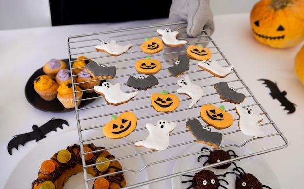 Vista ravvicinata di deliziosi biscotti di halloween