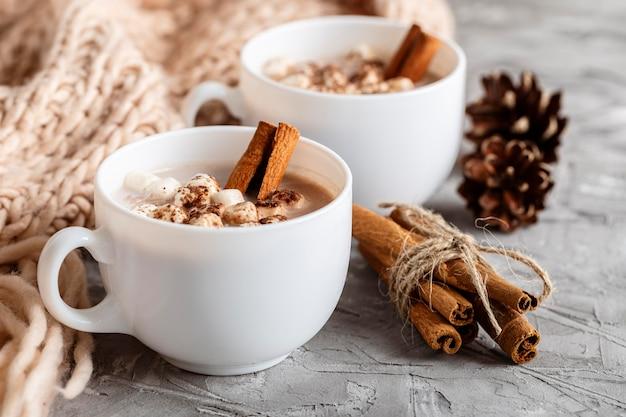 Vista ravvicinata di deliziosa cioccolata calda