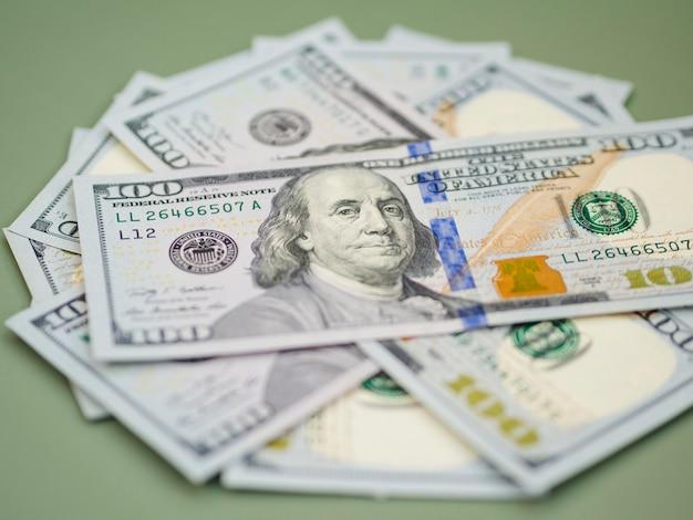 Vista del primo piano del concetto dei soldi di economia