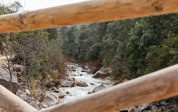 강 다리에서보기 닫기