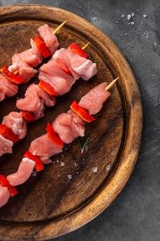 Vista ravvicinata del concetto di carne sul trinciapaglia