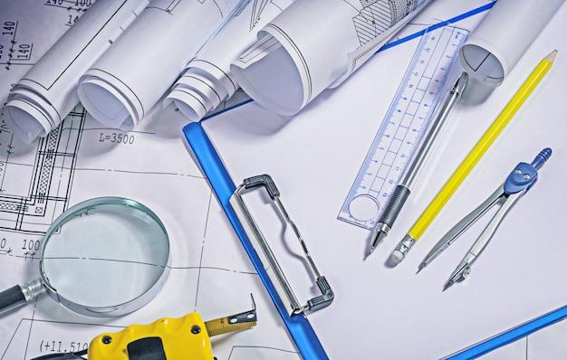 Крупным планом вид инструментов архитектора
