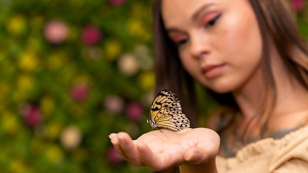 반면에 나비의 클로즈업보기
