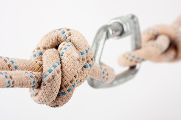 산악인의 로프 이중 매듭의 클로즈업보기