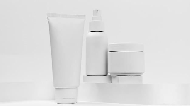 Крупным планом вид косметических продуктов с копией пространства
