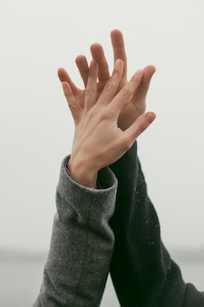 Крупным планом вид концепции руки пара