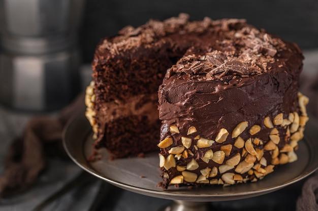 美味しいチョコレートケーキのクローズアップ