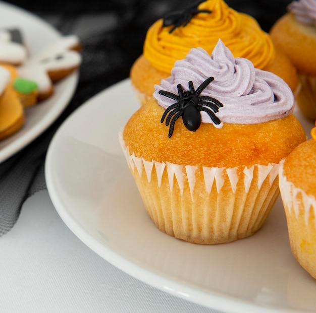 おいしいハロウィーンのカップケーキのクローズアップビュー