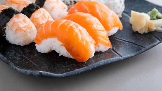 Крупным планом вид вкусной суши концепции
