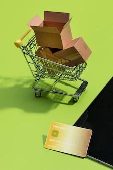 Крупным планом вид концепции онлайн покупок