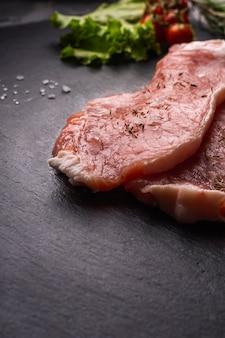 Крупным планом вид сырого мяса концепции