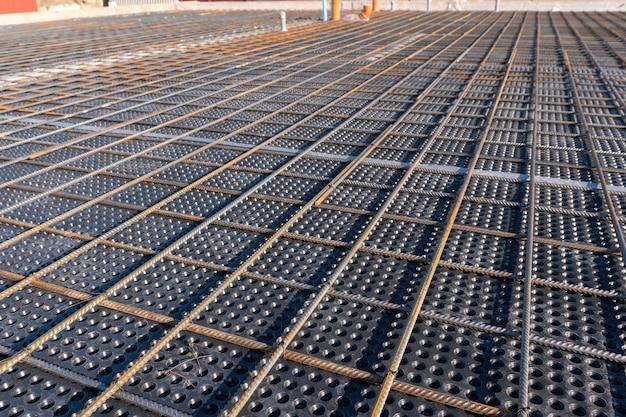 建設現場での鉄筋のコンクリート幾何学的配置の補強の拡大図