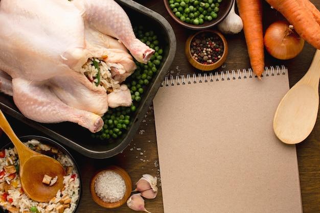 Крупным планом приготовления индейки на день благодарения