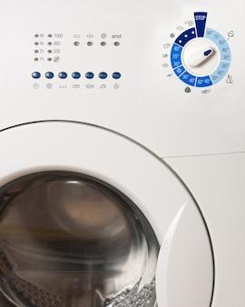 Панели управления стиральной машиной крупным планом