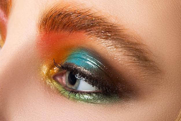 Крупным планом зрения женщины макияж глаз