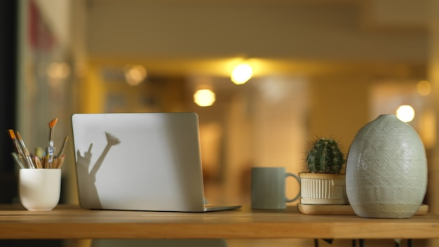 노트북으로 작업 영역보기 닫기