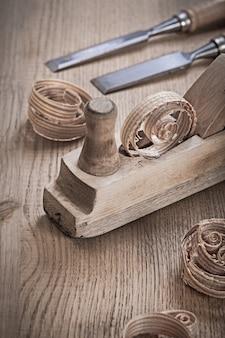 木工プランナーとノミのクローズアップ表示
