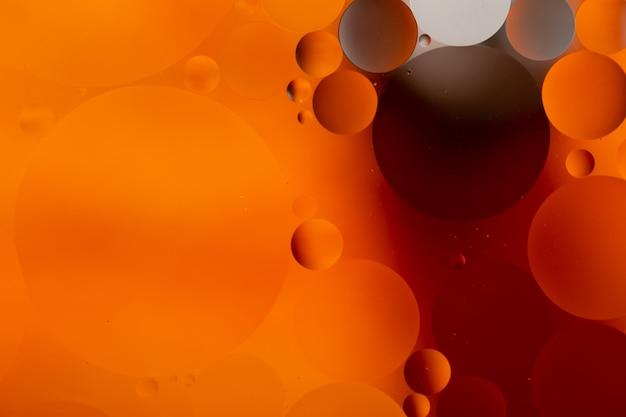 Крупный план воды и масла абстрактного в эффекте освещения радуги