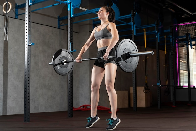 Close up on woman doing crossfit workout