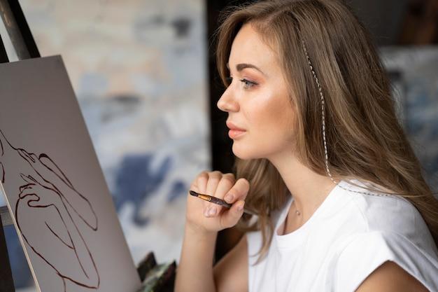 Крупным планом женщина живопись