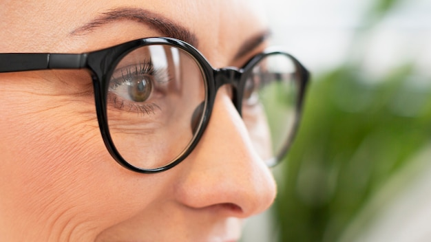 Close-up woman with eyeglasses