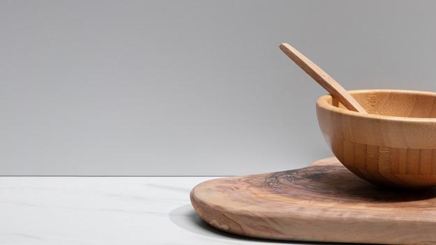 Деревянная посуда крупным планом