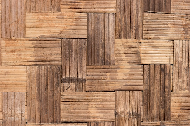 織った竹の壁のパターンを閉じます。