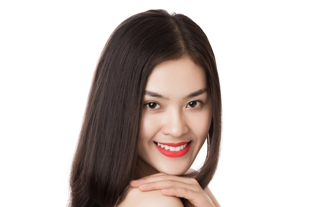 白で隔離幸せな笑顔で若い美しいアジアの女性を閉じます。