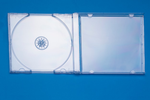 Близкий взгляд пустого прозрачного случая компакт-диска драгоценности.