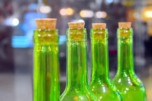 クローズドグリーンワインボトル