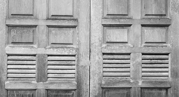 Закрытое старое деревянное окно винтажное серое деревянное окно текстуры фона серое деревянное окно