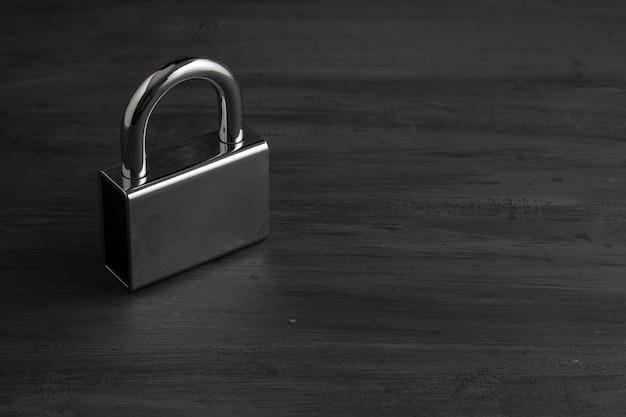 회색 배경에 닫힌 보안 자물쇠