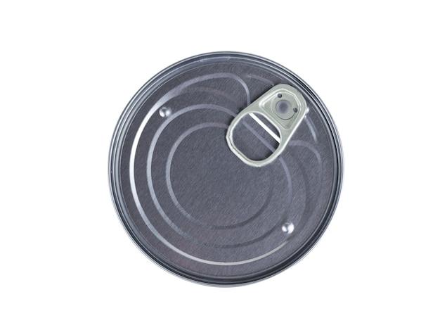 白い背景で隔離の缶詰食品用の閉じた缶。缶詰用のユニバーサルコンテナ。